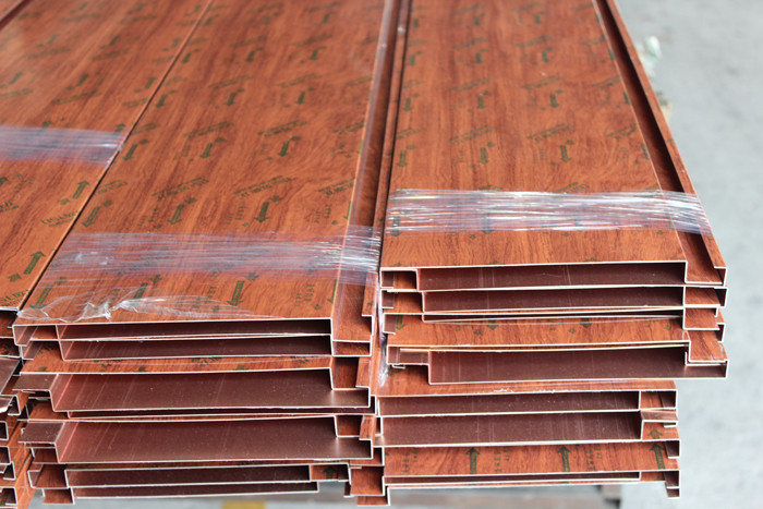 Home Decoration Aluminum Strip Ceiling Wood Grain Color Fireproof